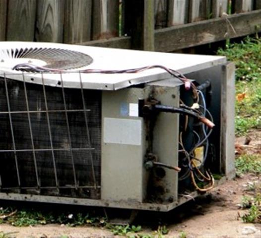 damaged-air-conditioning-unit-300x274